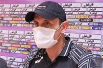 گلمحمدی در نشست خبری بازی با پیکان: با فوتبال زندهام